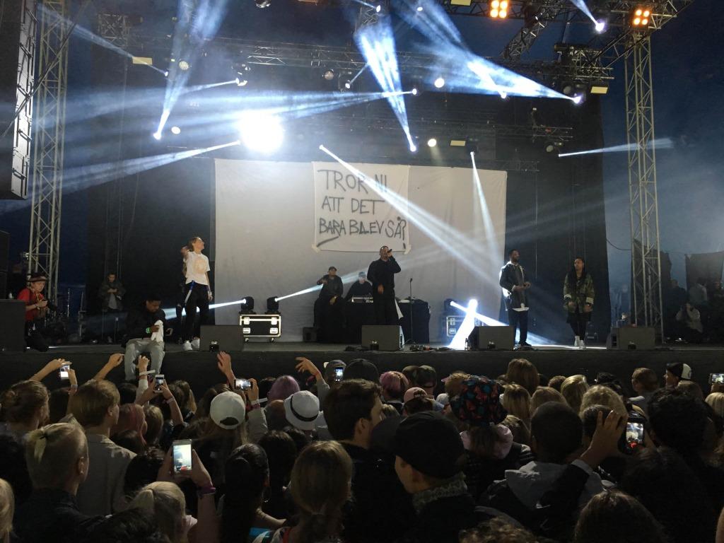 Erik Lundin spelade på Way Out West på fredagen och gästades av bland annat Silvana Imam och Adam Tensta.